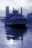 голубое тонизированное река шлюпки Стоковое Изображение RF