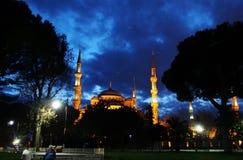 Голубое фото улицы ночи города Стамбула мечети Стоковое Изображение