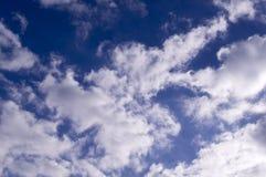 голубое яркое небо облаков предпосылка, погода Стоковое Фото