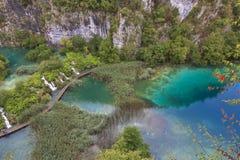 голубое ясное кристаллическое глубокое озеро Стоковые Изображения RF