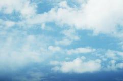 голубое ясное небо Стоковые Изображения