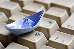голубое origami клавиатуры шлюпки Стоковое Фото