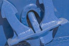 Голубой анкер на голубом корабле Стоковое Изображение RF