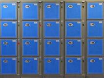 голубой багаж локеров стоковые изображения rf