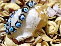 Голубой браслет талисмана стоковая фотография
