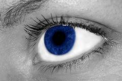 Голубой глаз женщины стоковая фотография rf