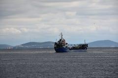 голубой грузовой корабль Стоковые Фото