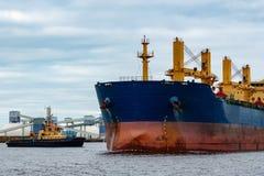 голубой грузовой корабль Стоковая Фотография