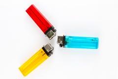 голубой желтый цвет лихтеров сигареты красный Стоковые Изображения