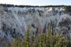 голубой каньон заволакивает грандиозное небо yellowstone национального парка горы ландшафта стоковые фотографии rf