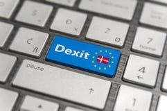 Голубой ключ входит Данию Dexit с кнопкой клавиатуры EC на современной доске Стоковая Фотография