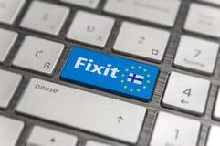 Голубой ключ входит Финляндию Fixit с кнопкой клавиатуры EC на современной доске Стоковое Изображение