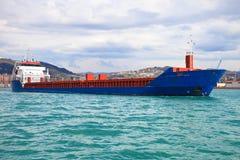 голубой корабль контейнеров стоковая фотография
