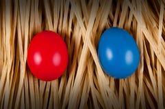 голубой красный цвет пасхального яйца Стоковые Изображения RF