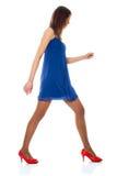 голубой красный цвет платья обувает детенышей женщины Стоковая Фотография RF