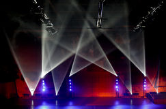 голубой красный цвет spotlights белизна стоковая фотография