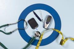 Голубой круг с некоторым оборудованием диабета делает обработку заболевание стоковые фото