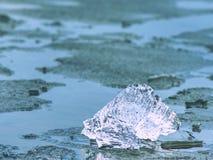 голубой льдед Заморозьте черепок и треснутую текстуру льда на melring леднике Ледистая часть Стоковая Фотография