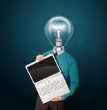 голубой мужчина компьтер-книжки головной лампы Стоковая Фотография