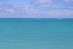 голубой океан горизонта стоковые изображения