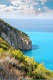 голубой океан скалы Стоковые Изображения