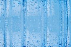 Голубой пластичный крупный план бутылки с водой витамина Стоковое Фото