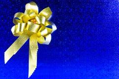голубой подарок Стоковые Изображения RF