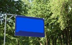Голубой подпишите внутри форму Коннектикута в парке стоковое фото rf