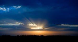 голубой померанцовый заход солнца Стоковое Изображение