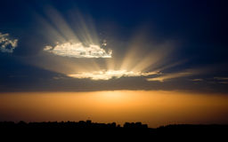 голубой померанцовый заход солнца Стоковые Изображения RF