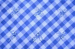 Голубой проверенный материал платья с цветками стоковое фото