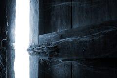 Голубой свет раскрывает дверь стоковое фото rf