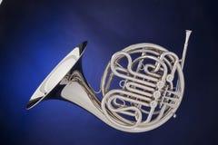 голубой серебр французского рожочка изолированный Стоковое Изображение