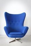 Голубой стул в комнате Стоковые Фотографии RF