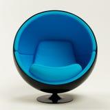 Голубой стул шарика изолированный на белой предпосылке Стоковые Фото