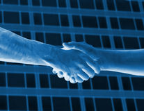 голубой тон рукопожатия Стоковая Фотография RF