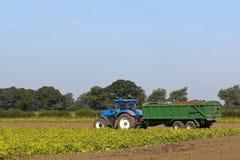 голубой трейлер трактора Стоковые Фото