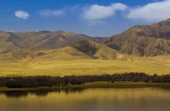 Голубой фарфор озера и autum Стоковые Изображения RF
