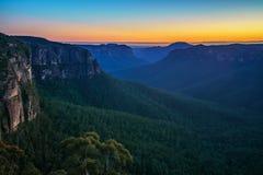 Голубой час на бдительности перескакивания govetts, голубые горы, Австралия 15 стоковое фото