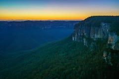Голубой час на бдительности перескакивания govetts, голубые горы, Австралия 17 стоковое фото rf
