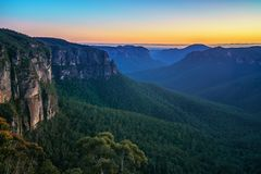 Голубой час на бдительности перескакивания govetts, голубые горы, Австралия 21 стоковое фото rf