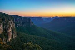 Голубой час на бдительности перескакивания govetts, голубые горы, Австралия 20 стоковая фотография rf