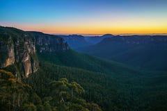 Голубой час на бдительности перескакивания govetts, голубые горы, Австралия 23 стоковое изображение rf