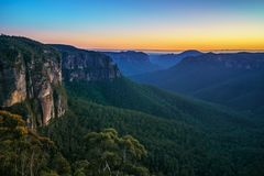 Голубой час на бдительности перескакивания govetts, голубые горы, Австралия 22 стоковое изображение