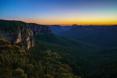 Голубой час на бдительности перескакивания govetts, голубые горы, Австралия 27 стоковые изображения rf