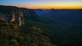Голубой час на бдительности перескакивания govetts, голубые горы, Австралия 28 стоковое изображение rf