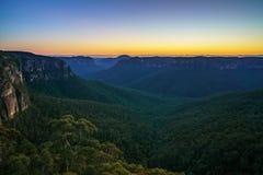 Голубой час на бдительности перескакивания govetts, голубые горы, Австралия 30 стоковая фотография rf