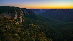 Голубой час на бдительности перескакивания govetts, голубые горы, Австралия 40 стоковое фото rf