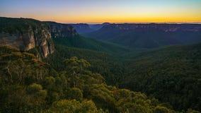 Голубой час на бдительности перескакивания govetts, голубые горы, Австралия 46 стоковое фото rf