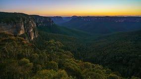 Голубой час на бдительности перескакивания govetts, голубые горы, Австралия 48 стоковая фотография rf